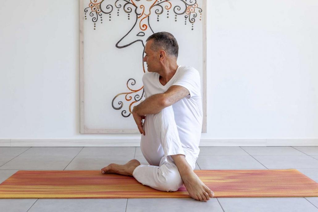 yoga su misura, yoga in estate, torsione